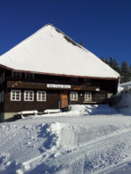 Ski-Club Hütte im Winter
